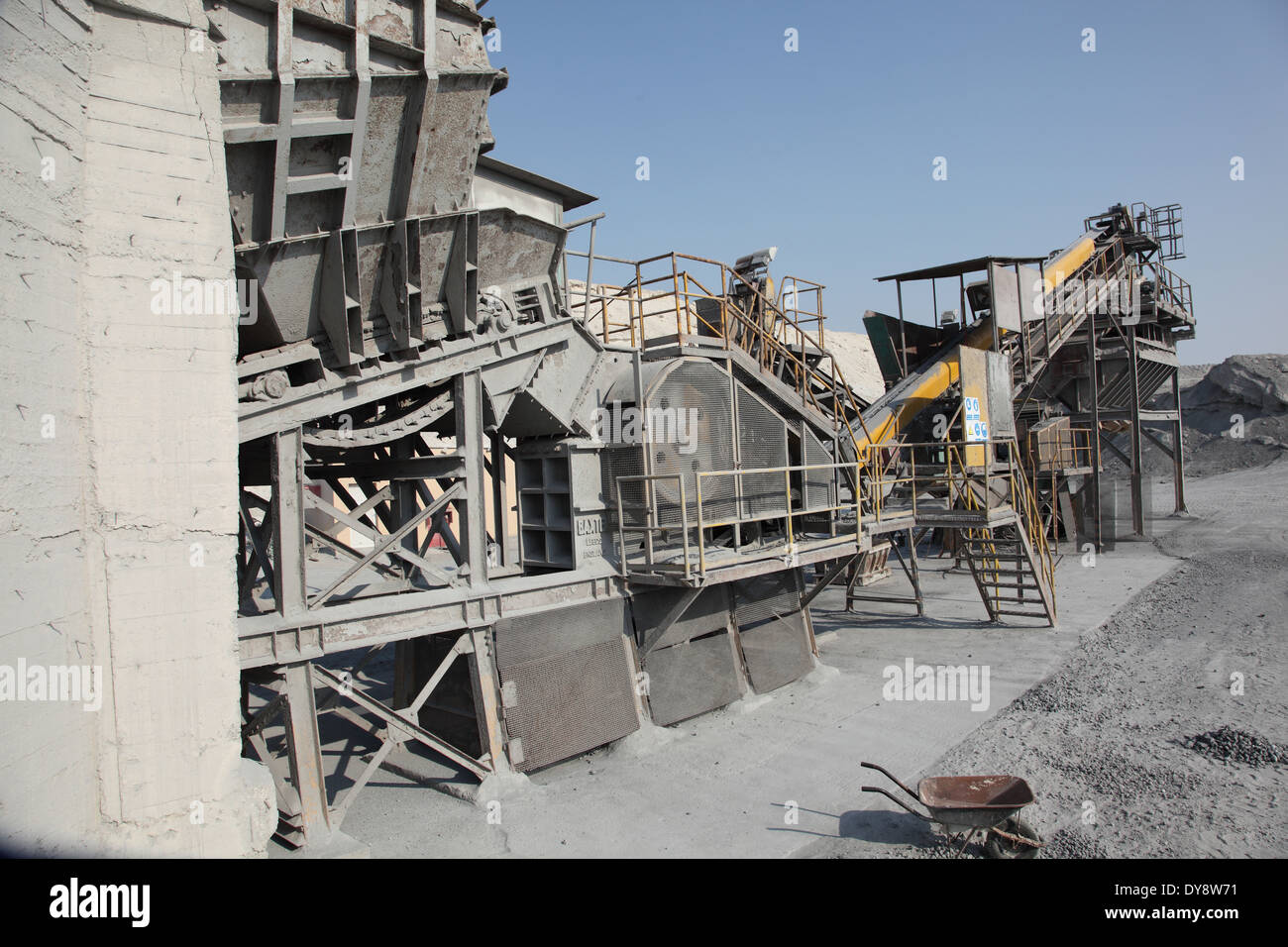 A stone crushing and grading machine operating in metals waste recovery plant in Bahrain - Stock Image