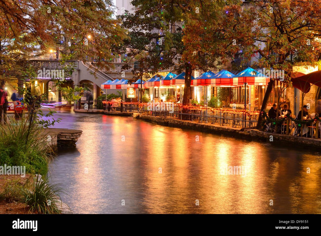 USA, United States, America, Texas, San Antonio, River Walk, water, dusk, lights, dining, attraction, evening - Stock Image