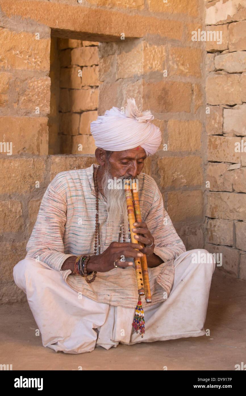 Indian, man, Asia, man, men, India, Rajasthan, flute, turban, white, - Stock Image