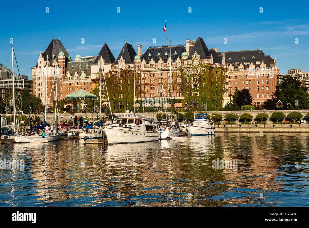 Fairmont Empress Hotel, marina, James Bay at The Inner Victoria Harbour, Victoria, Vancouver Island, British Columbia, Canada - Stock Image
