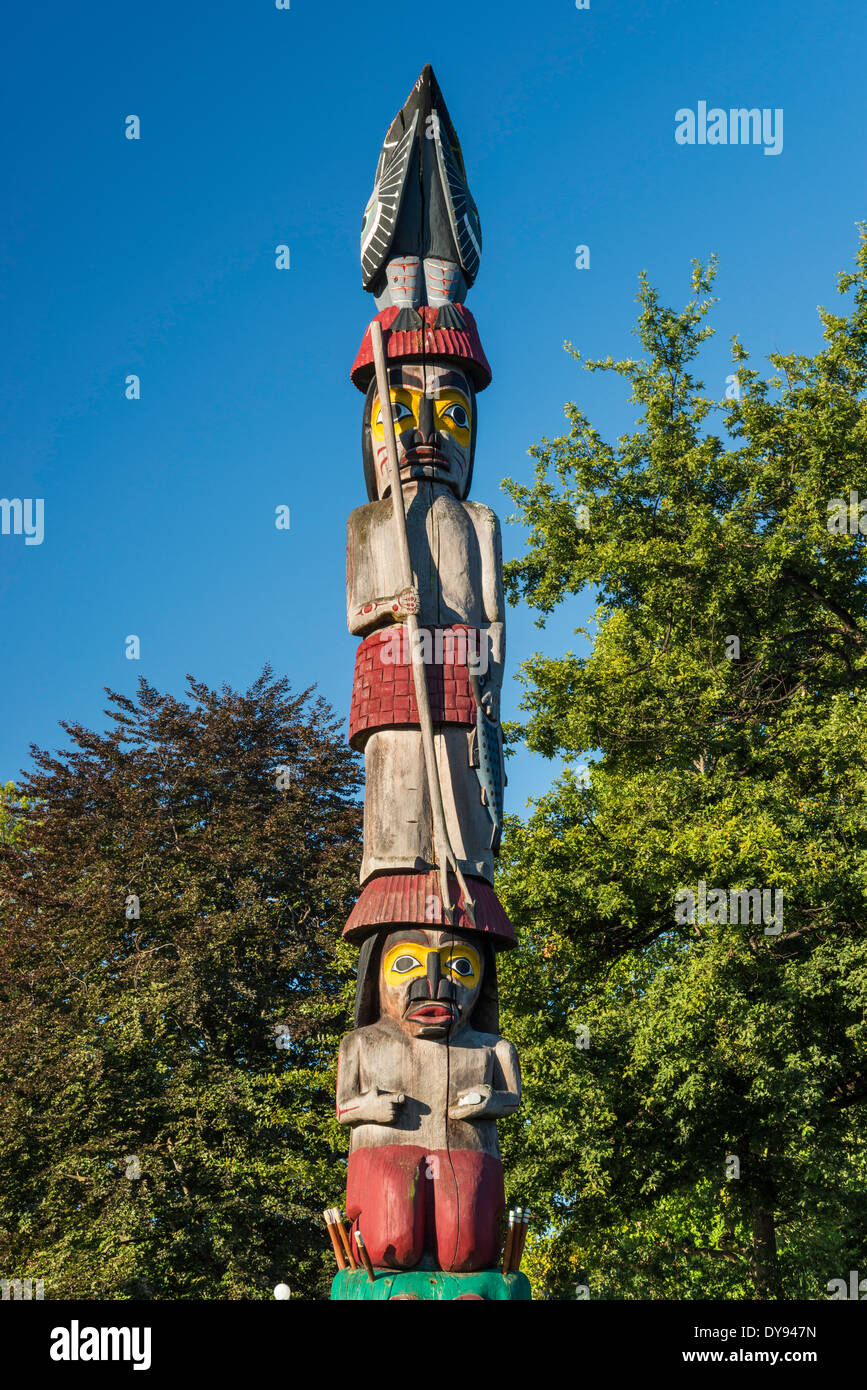 Knowledge Totem, totem pole by Cicero August, Victoria, Vancouver Island, British Columbia, Canada - Stock Image
