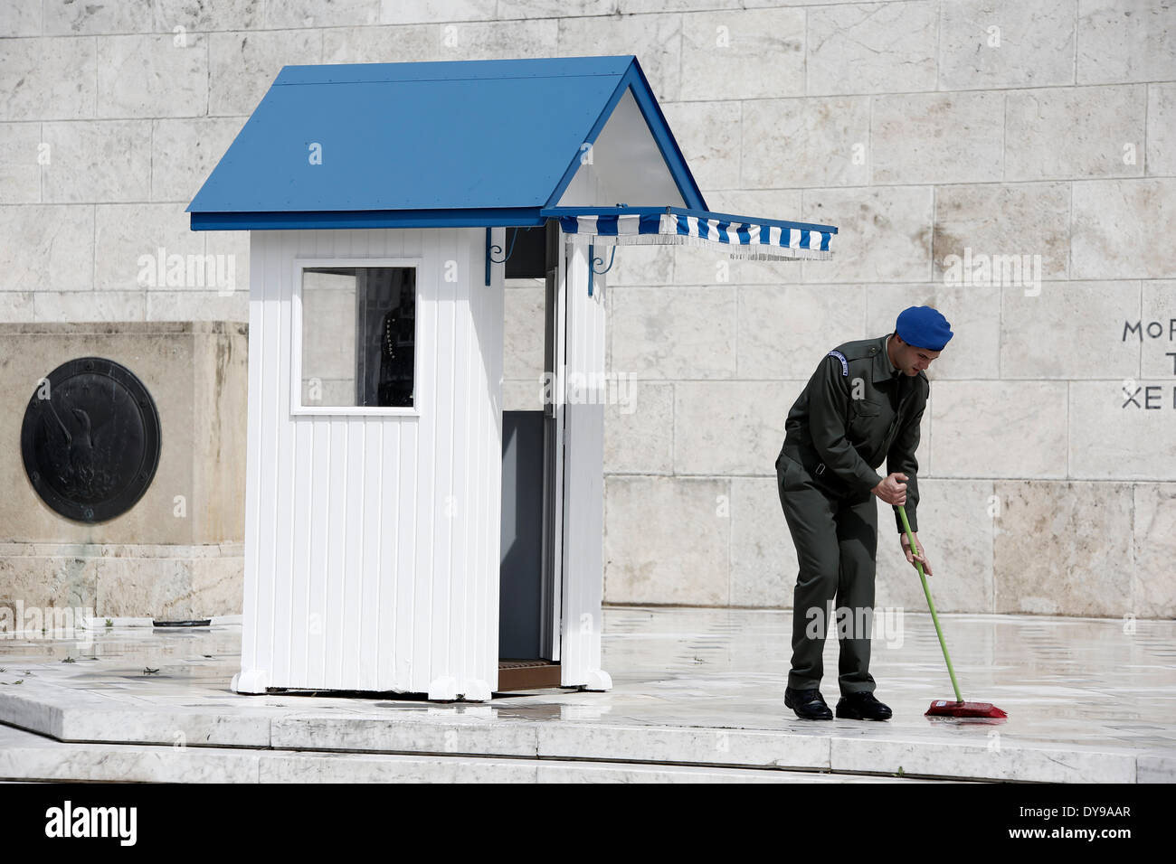 Athens, Greece. 10th Apr, 2014. A Greek soldier wipes the rainwater in front of the monument of the Unknown Soldier Stock Photo