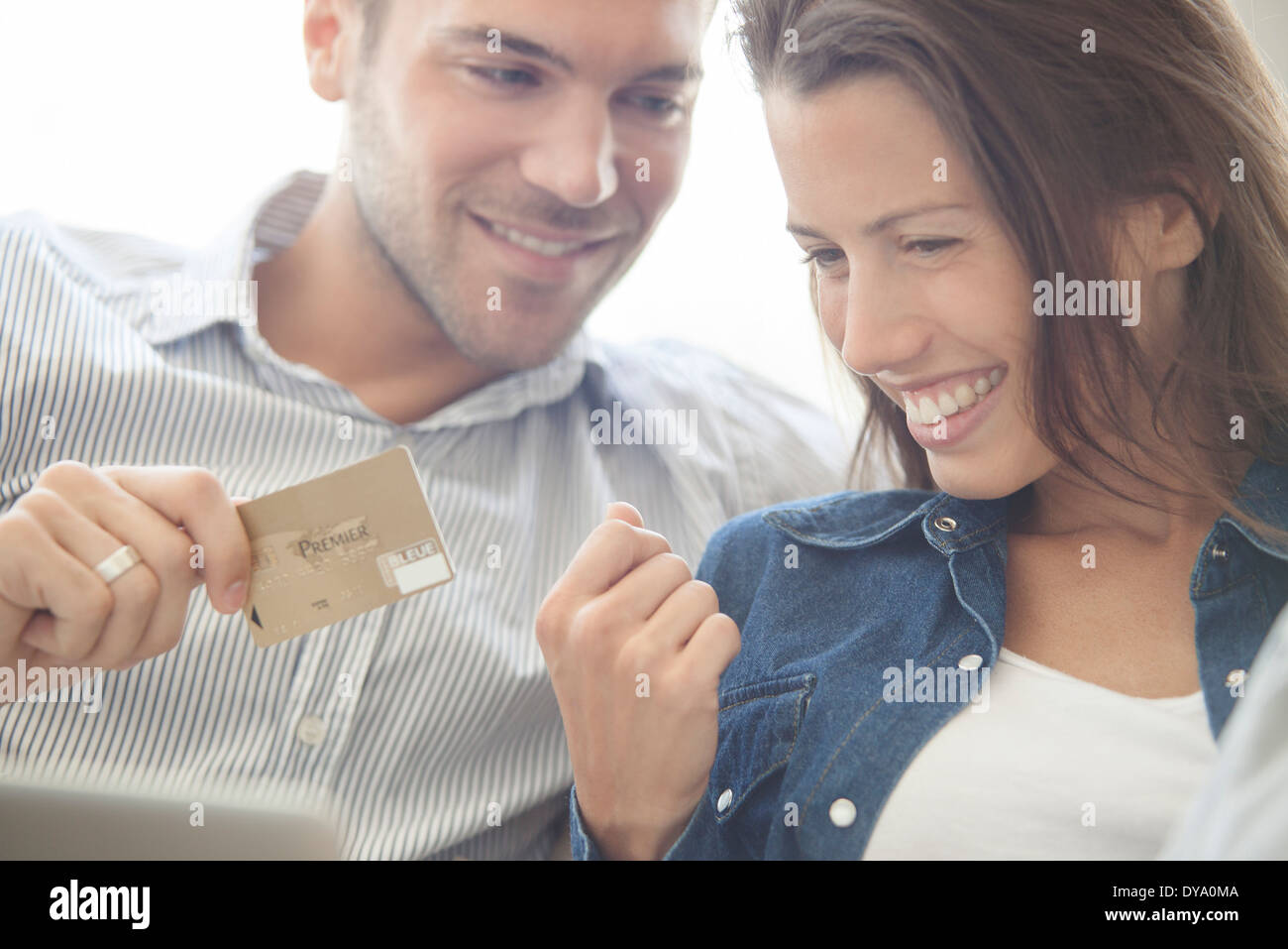 Couple using credit card to shop online - Stock Image
