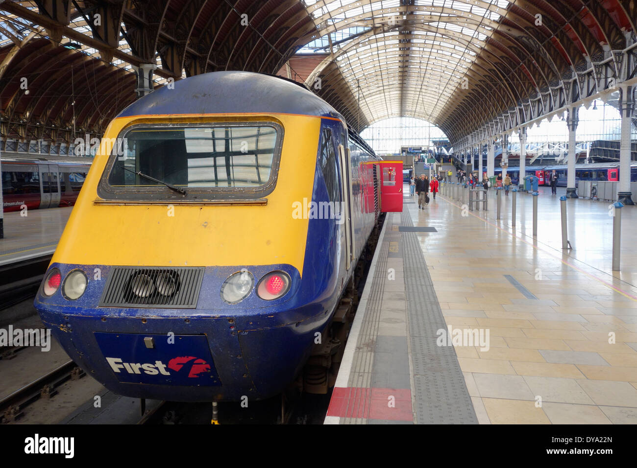 England, London, Paddington railway station. First Great Western Class 43 diesel train waiting for passengers to Stock Photo