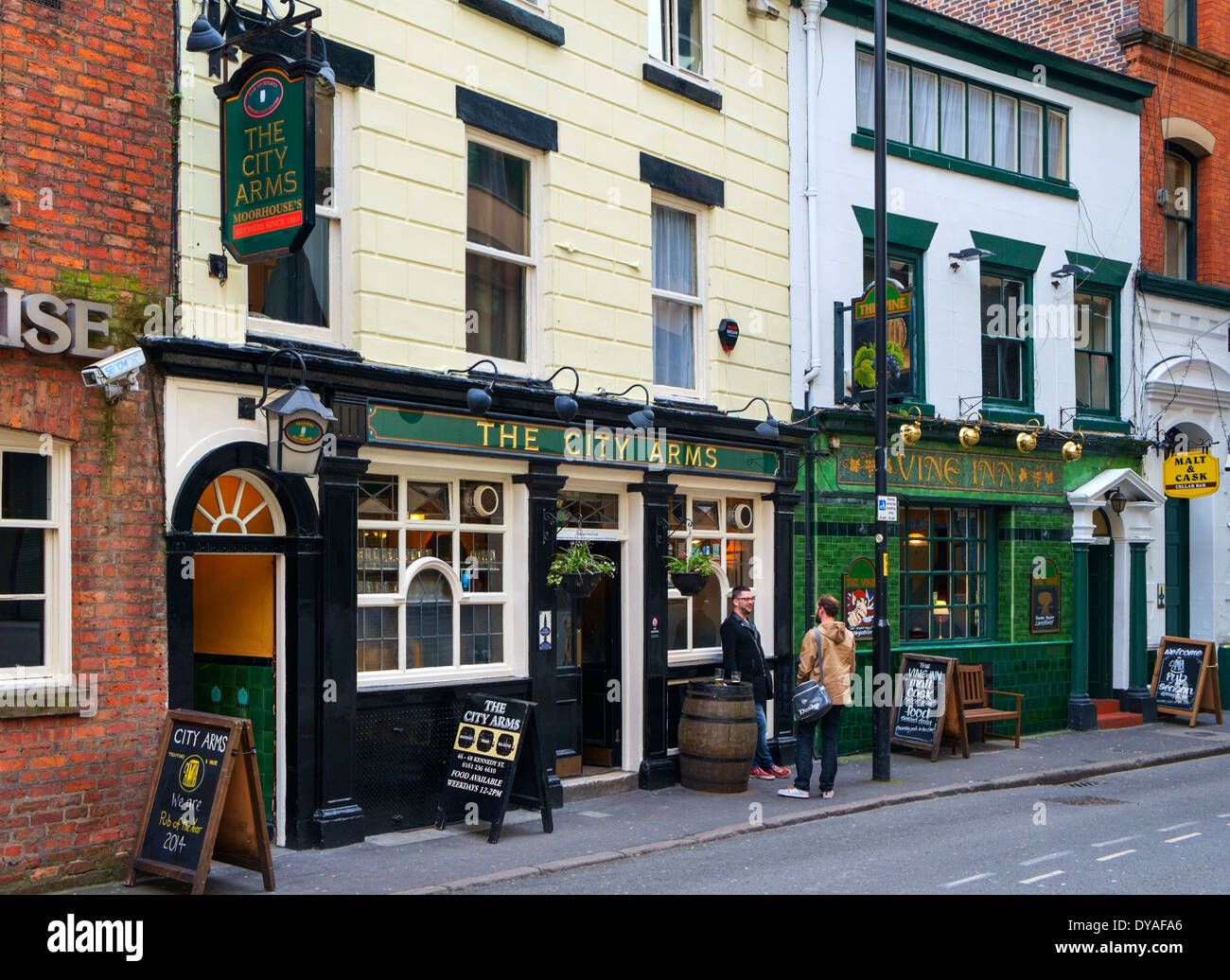 Traditional pubs on Kennedy Street in the city centre, Manchester, England, UK - Stock Image