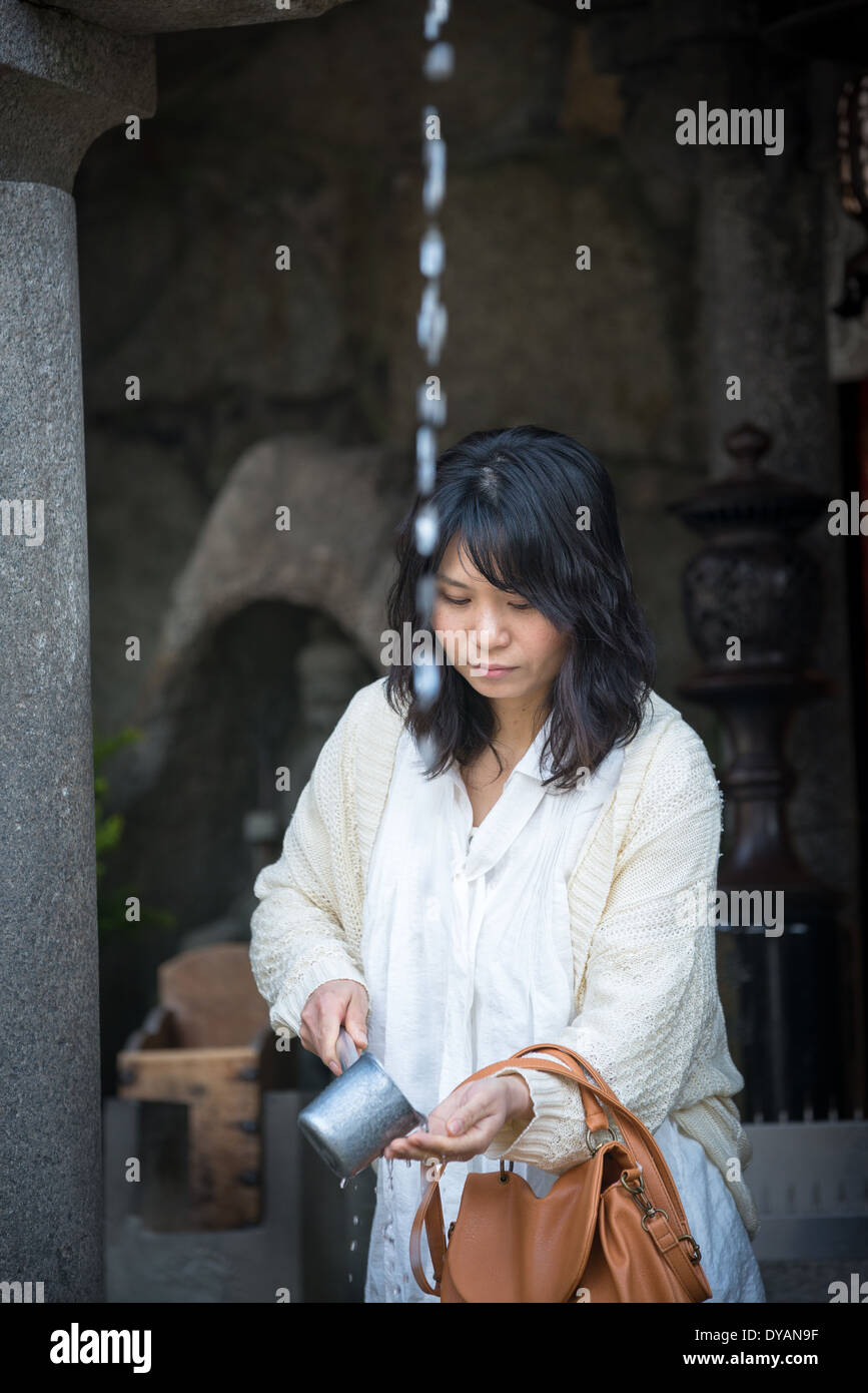 Visitors to Kiyomizu Temple purify hands and mouth to have wishes fulfilled at Otowa Spring - Stock Image