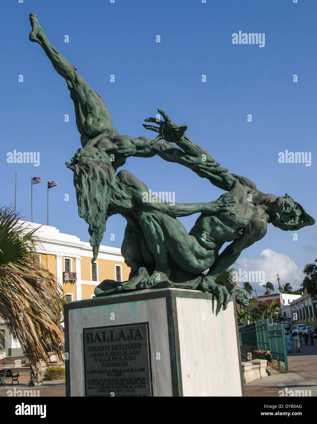 San Juan, Puerto Rico, US. 28th Mar, 2005. Created by Victor Ochoa and installed in 1992 at the Plaza del Cuartel de Ballajá the allegorical sculpture has three larger-than-life bronze figures intertwined in a struggle depicting the rescue of the district of Ballajá by the Puerto Rican people. The Ballajá is the old barracks area in Old San Juan (El Viejo San Juan) where Spanish troops were quartered. © Arnold Drapkin/ZUMAPRESS.com/Alamy Live News - Stock Image