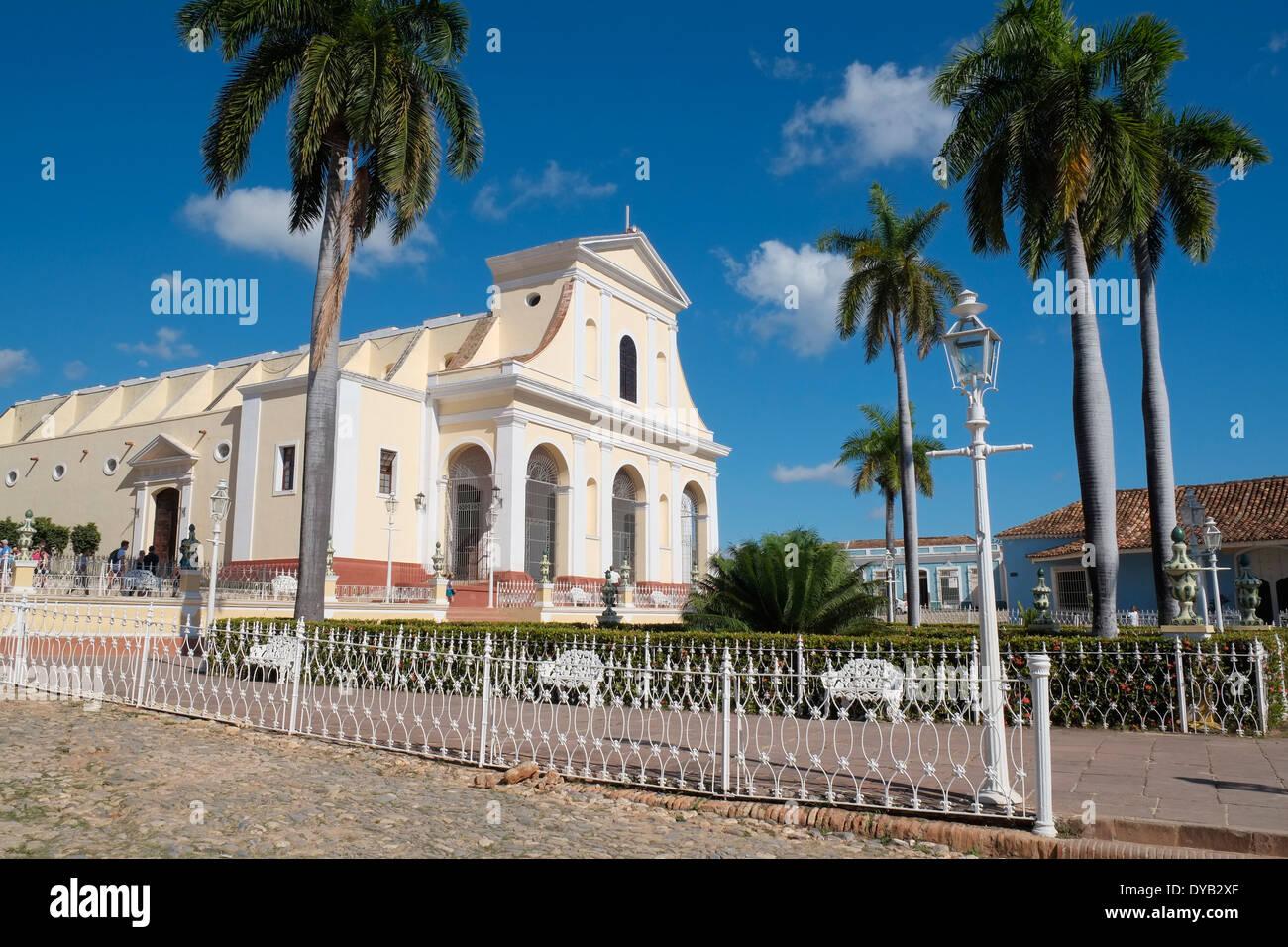 The Iglesia Parroquial de la Santísima (Church of the Holy Trinity), Plaza Mayor, Trinidad, Cuba. - Stock Image