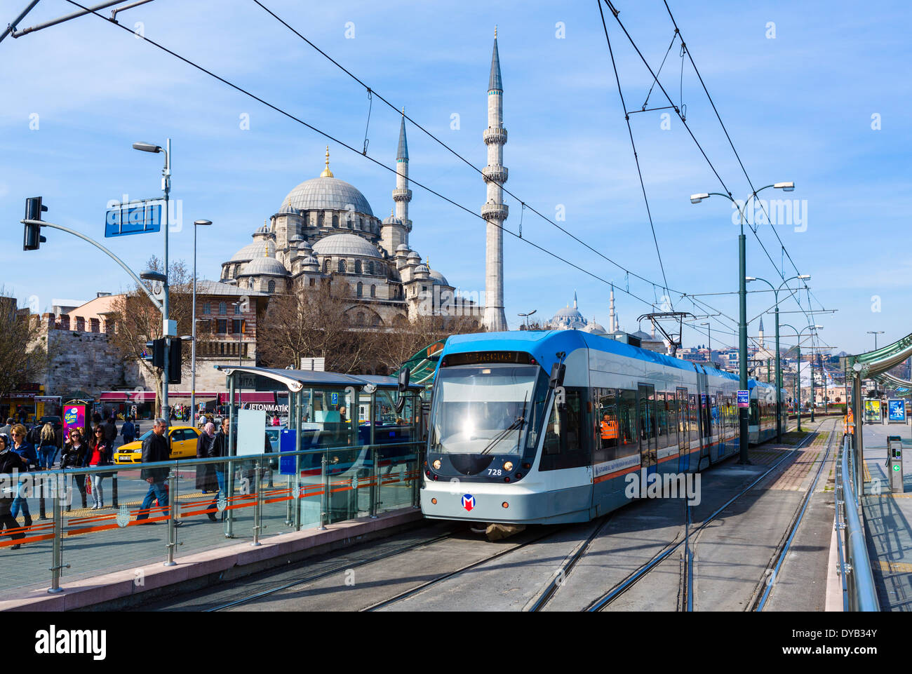 T1 tram at Eminonu with the New Mosque (Yeni Camii) behind, Istanbul, Turkey - Stock Image