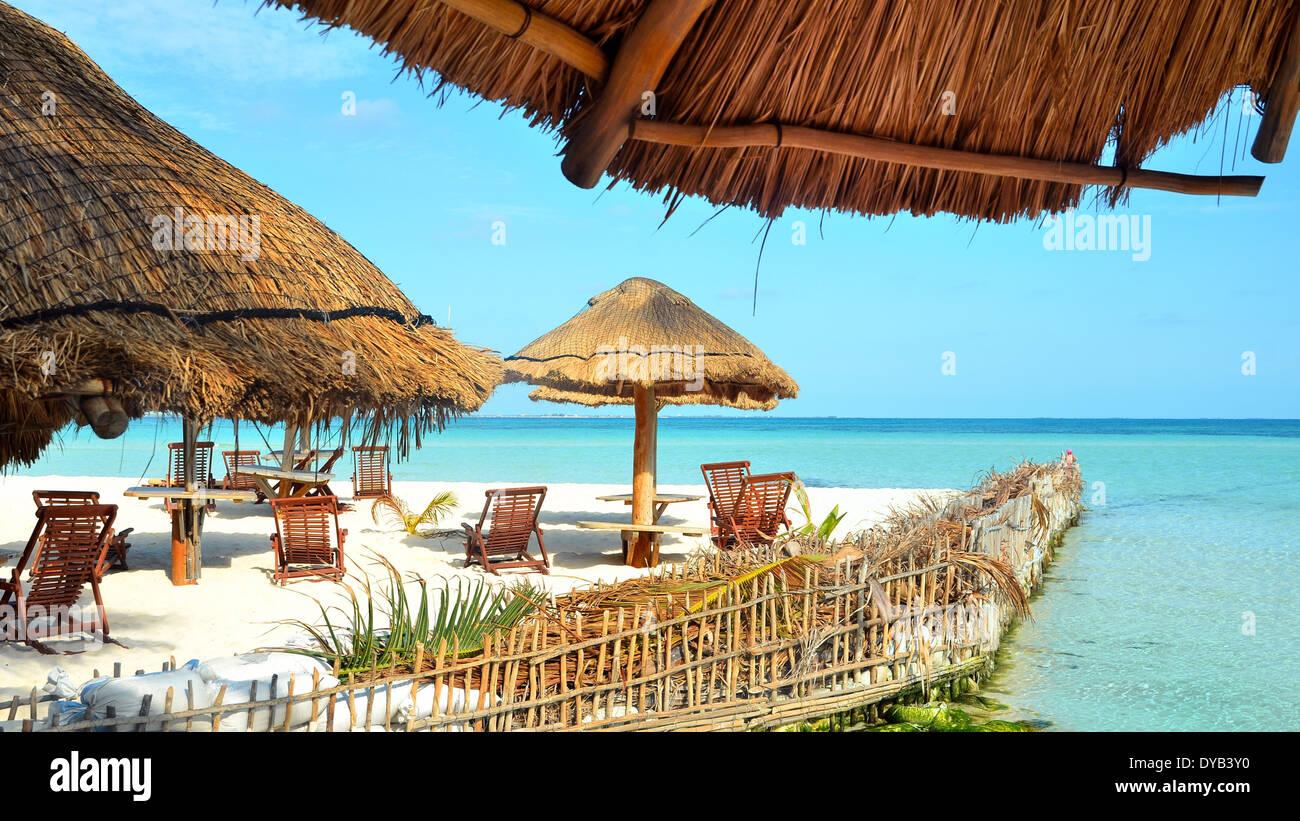 Sunbed Umbrella On Tropical Beach Stock Photos Amp Sunbed