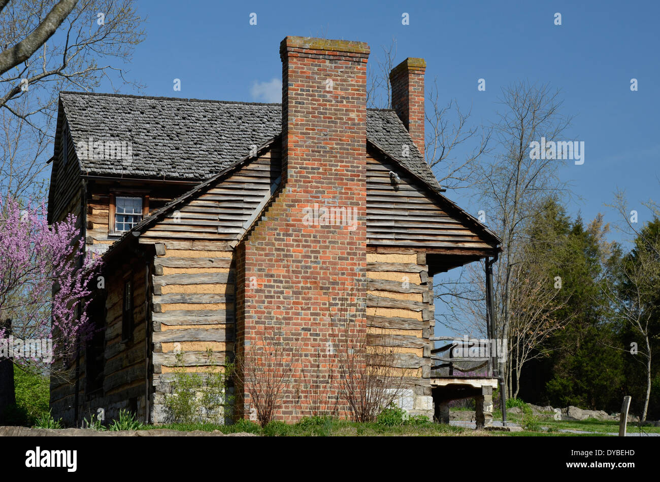 Old Log Cabin Stock Photos & Old Log Cabin Stock Images - Alamy