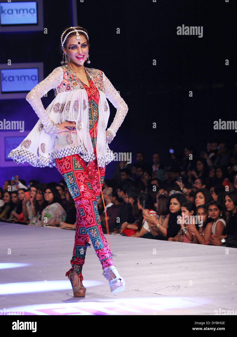 Lahore Pakistan April 12 Pakistani Models Present Creations By Stock Photo Alamy