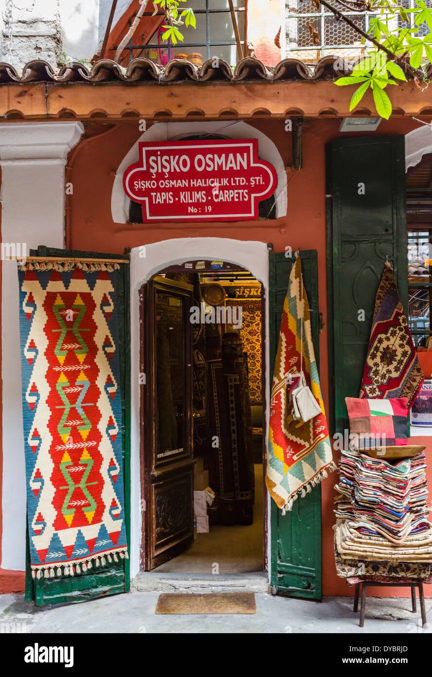 Traditional carpet shop, Zincirli Han courtyard, The Grand Bazaar (Kapaliçarsi), Istanbul,Turkey - Stock Image