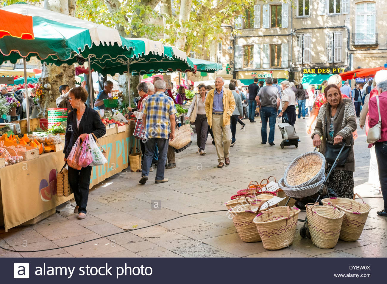 Woman selling baskets at the morning farmer's market on Place Richelme, Aix-en-Provence, France - Stock Image