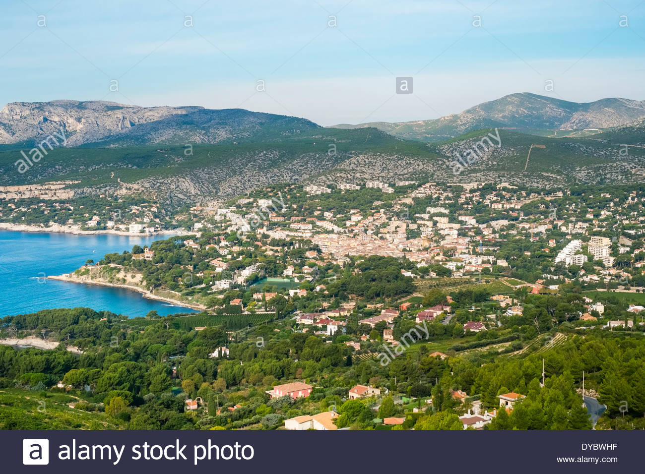 High-angle view of town of Cassis, Bouches-du-Rhône, Provence-Alpes-Côte d'Azur, France - Stock Image
