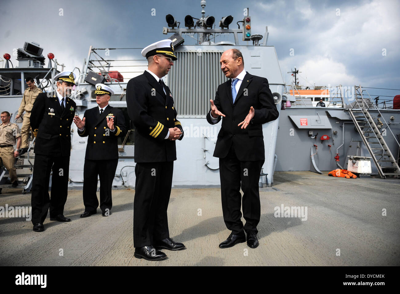 Constanta, Romania. 14th Apr, 2014. Romanian President Traian Basescu (1st R) visits the USS Destroyer Donald Cook in the Black Sea port of Constanta, Romania, on April 14, 2014. For four days, U.S. and Romanian navy troops will attend training activities in the Romanian territorial waters as well as in the international Black Sea waters. Credit:  Agerpres/Xinhua/Alamy Live News - Stock Image