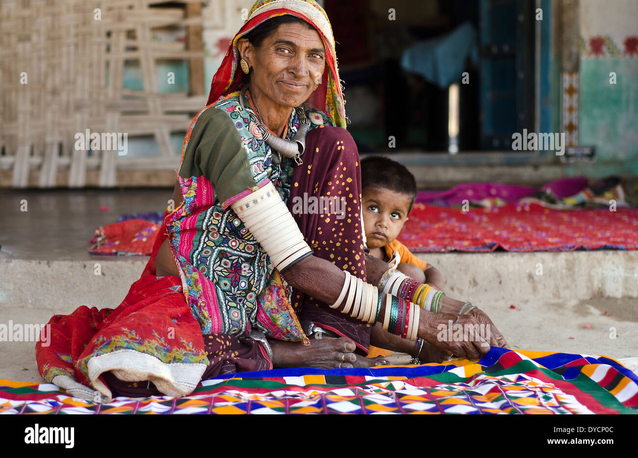 Harijan woman with her granddaughter  ,Jnan ,Kutch,India - Stock Image