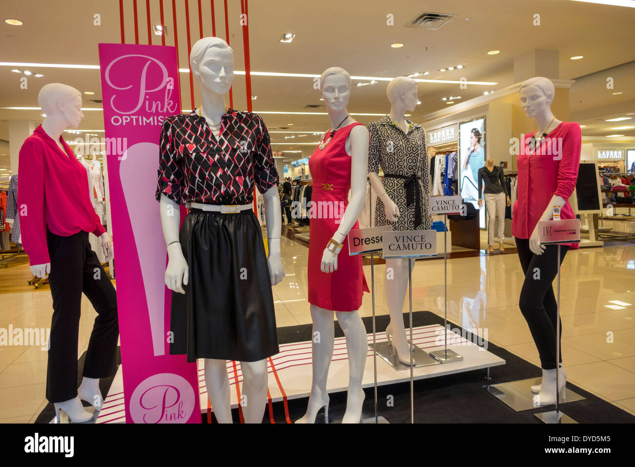 Vince Camuto Stock Photos Images Alamy Millenia Olivia Abstract Dress Orlando Florida The Mall At Shopping Sale Fashion Display Macys Department Store Womens Clothing