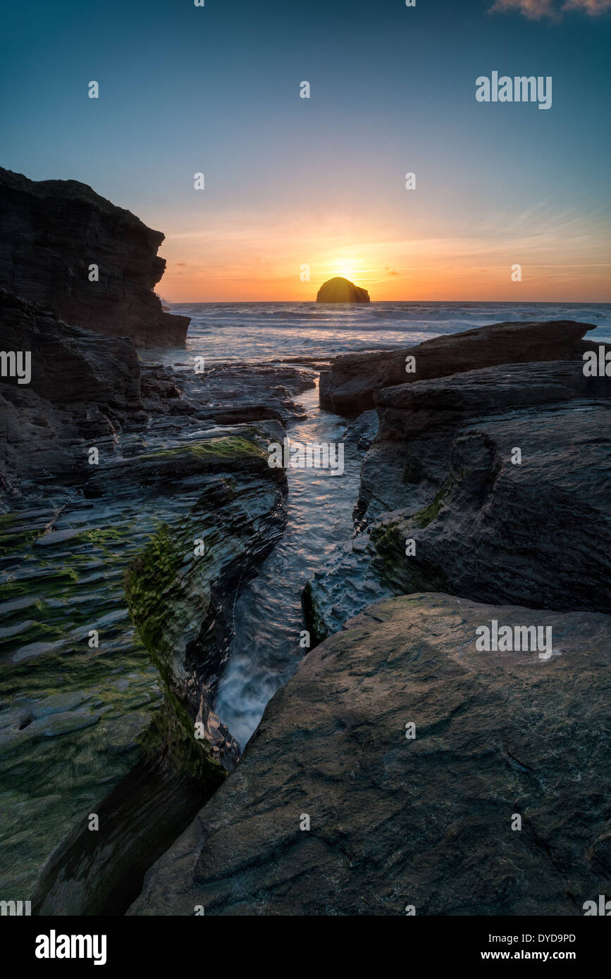 Rocky beach at Trebarwith Strand near Tintagel on the rugged north coast of Cornwall - Stock Image