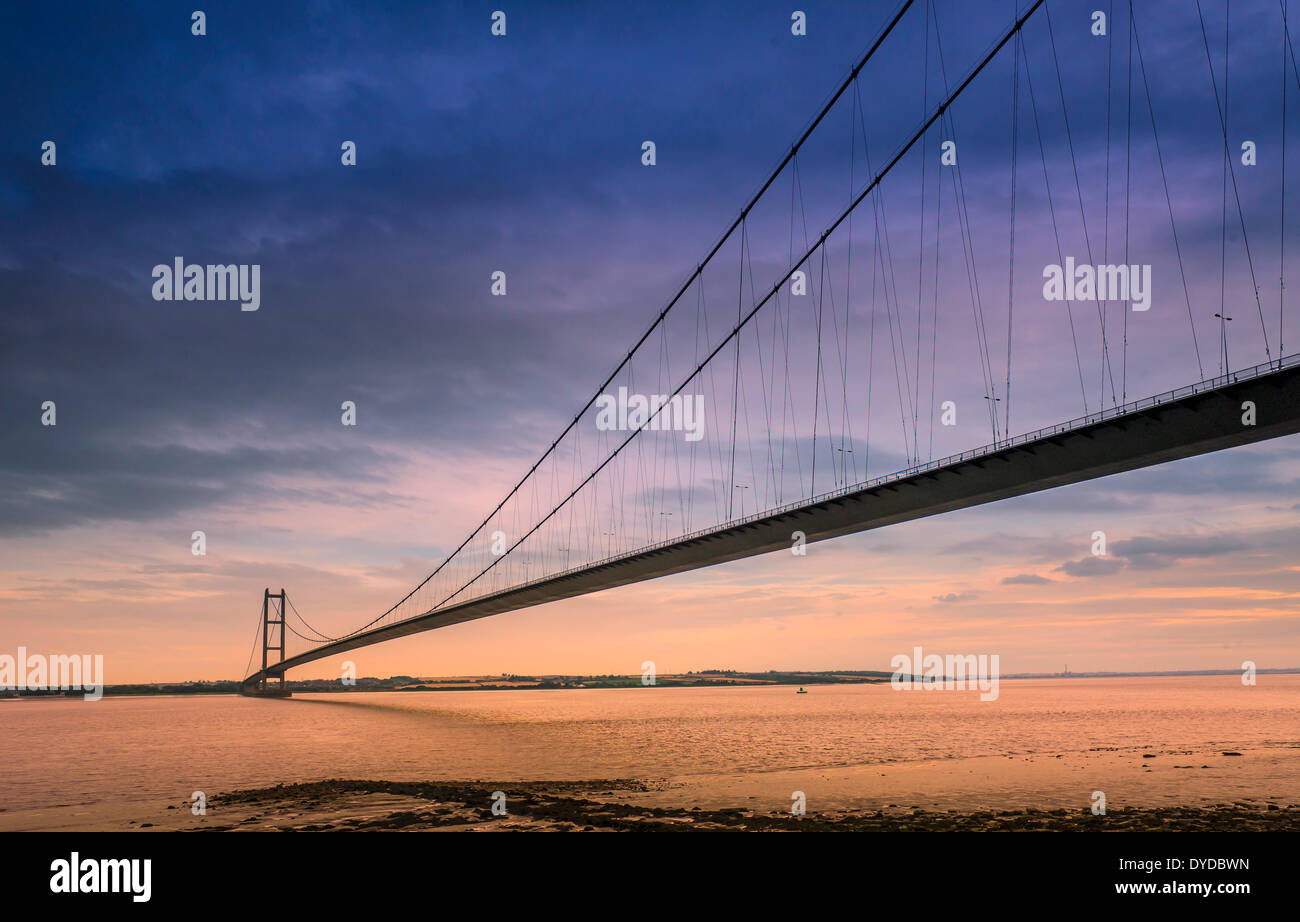 The Humber supsension bridge seen from the north shore. - Stock Image