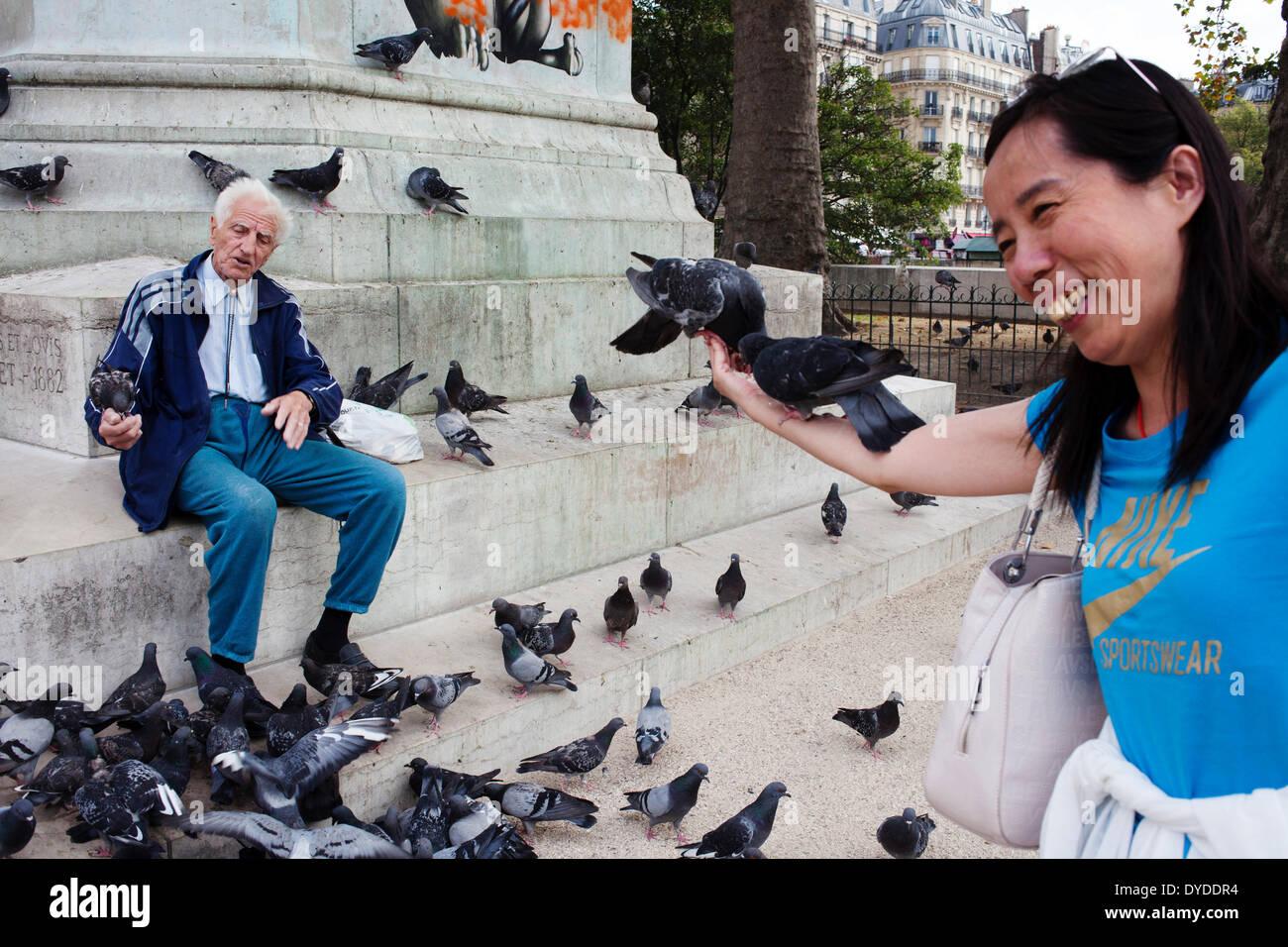 A French man and a tourist around Notre Dame de Paris. - Stock Image