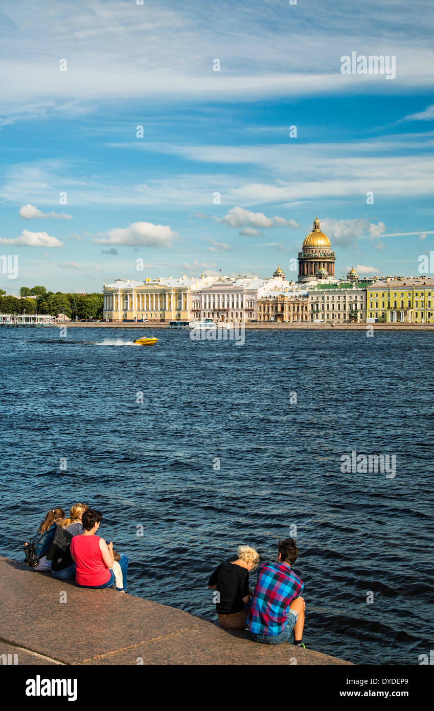 A view from the University Embankment towards River Neva and St Isaac_Ñés Cathedral in Saint Petersburg. - Stock Image