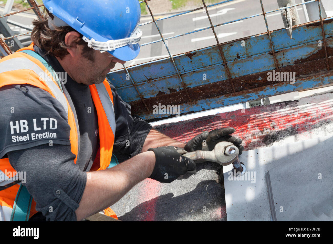 Steel rigger tightening nut on steelwork on a construction site. - Stock Image