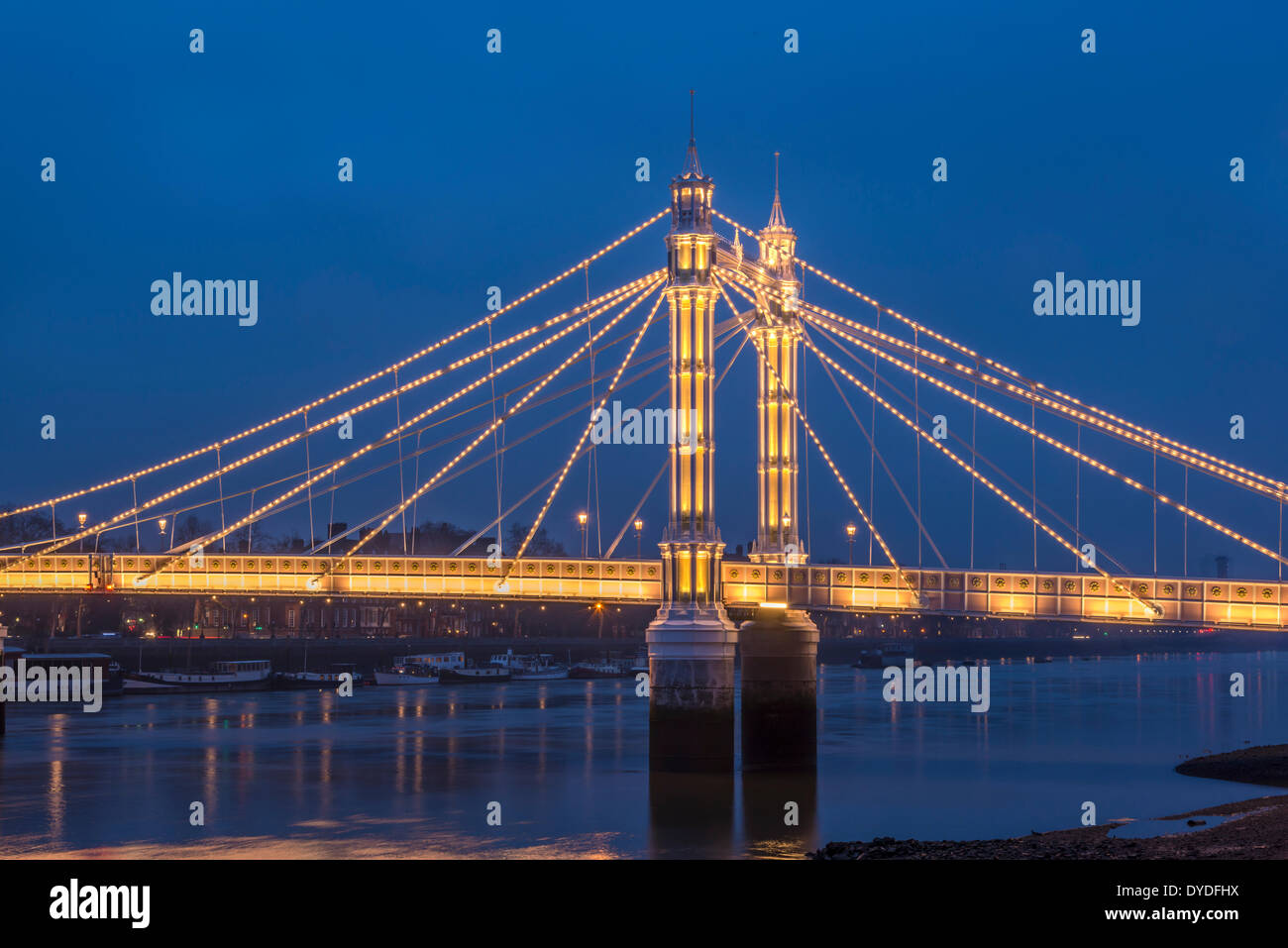 A view of Albert Bridge at night time. - Stock Image
