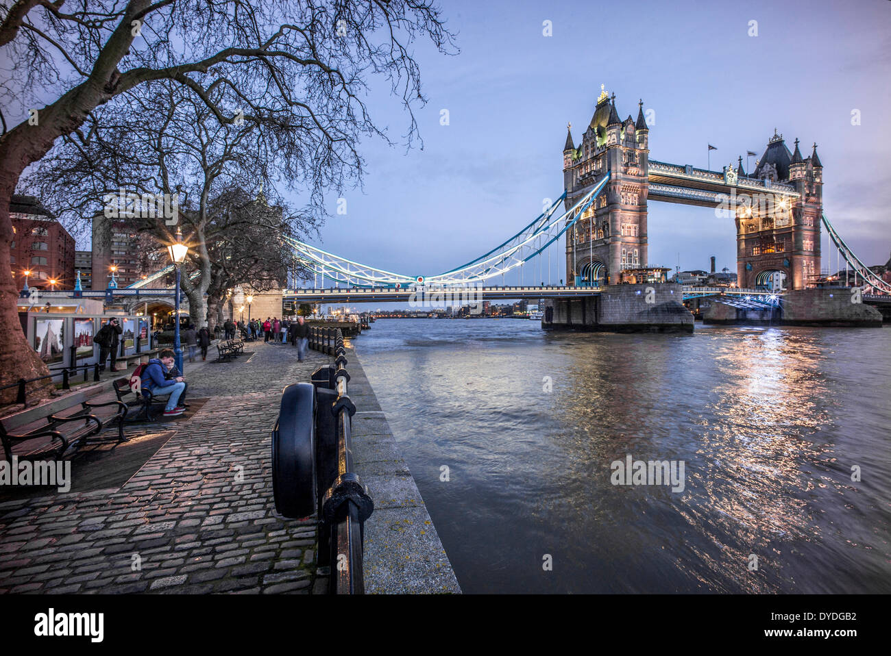Tower Bridge at night from the north side. - Stock Image