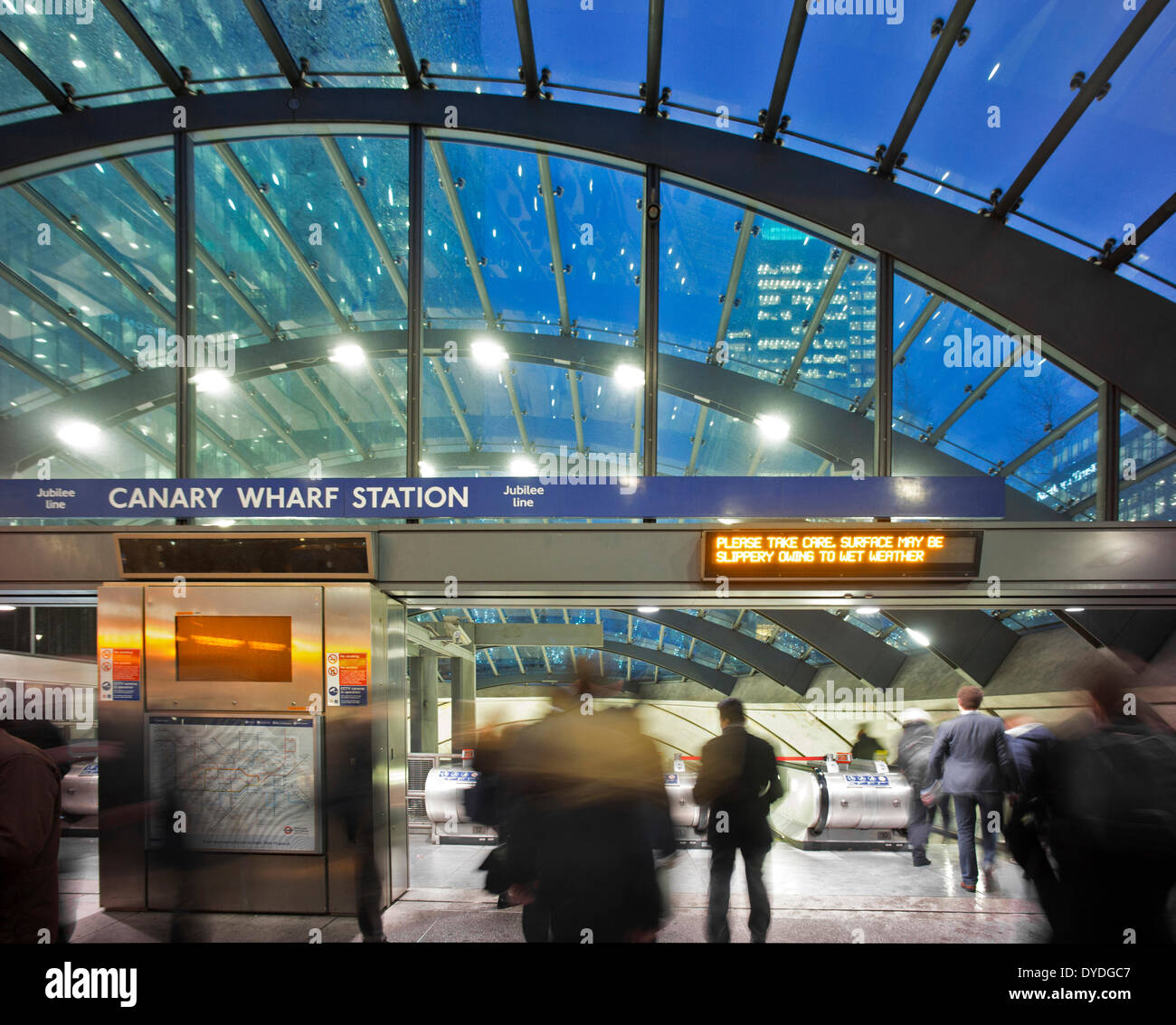 Interior of Canary Wharf tube station. - Stock Image