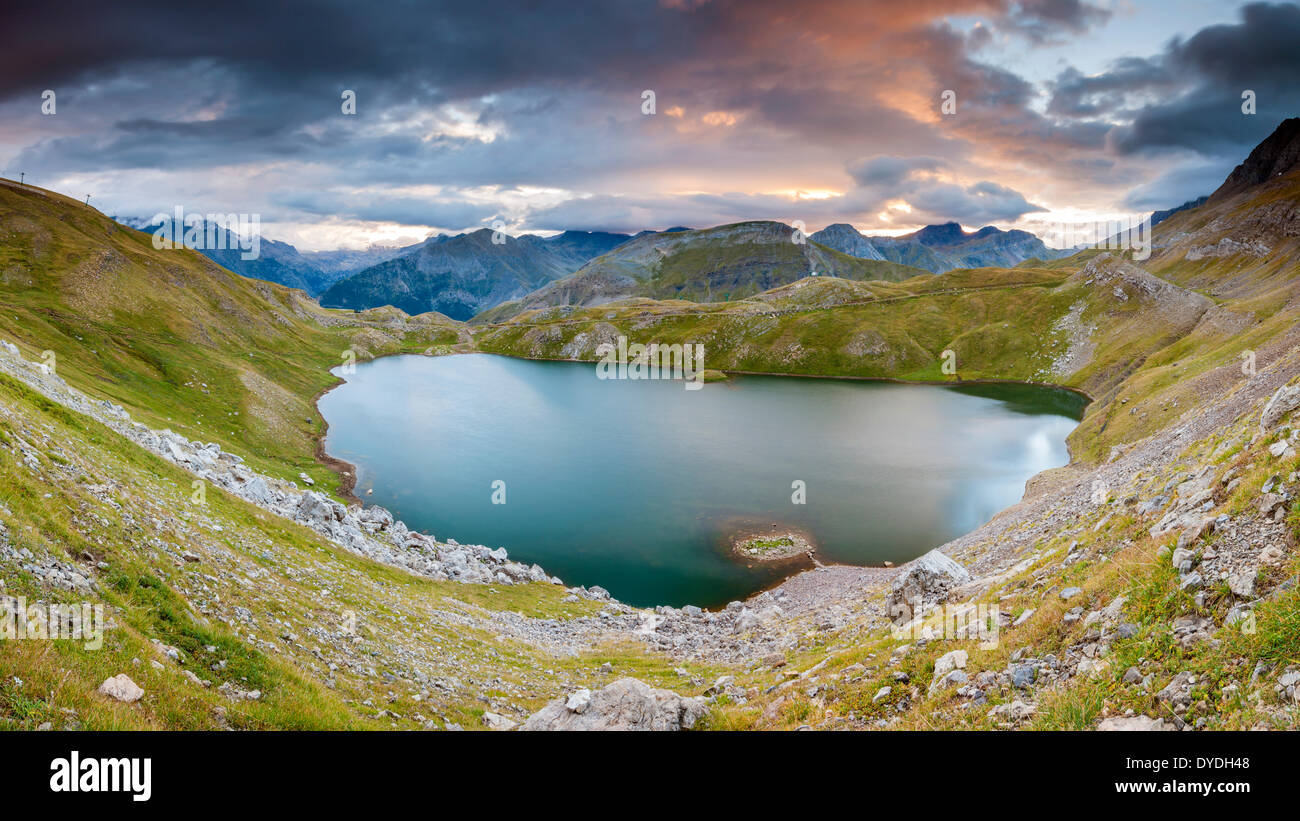 Sunrise over Ibon de Asnos in the Sierra de TendeÕ±era in the Pyrenees. - Stock Image