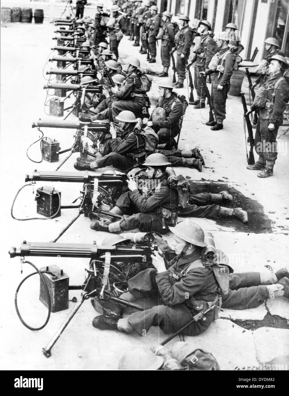 Vickers machine gun teams of the British army during early ww2 - Stock Image