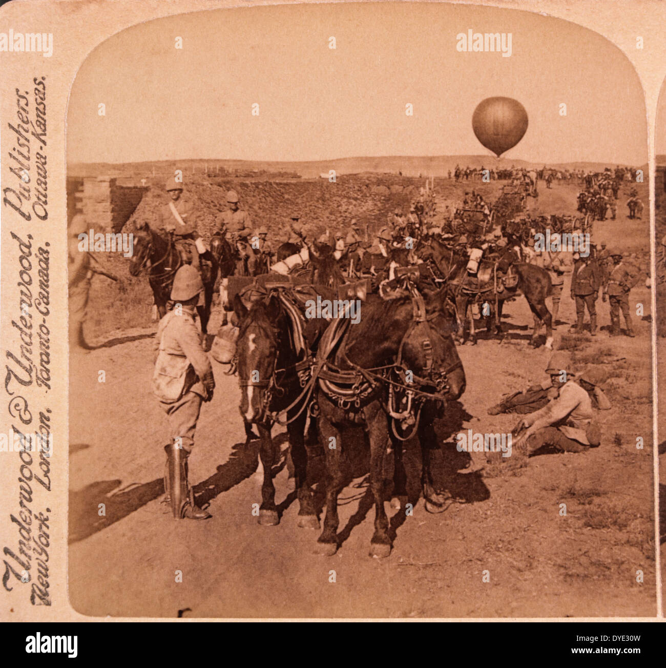 8th Battery and Balloon Corps of Lord Roberts' British Army Advancing Towards Johannesburg, South Africa, Second Boer War, 1901 - Stock Image