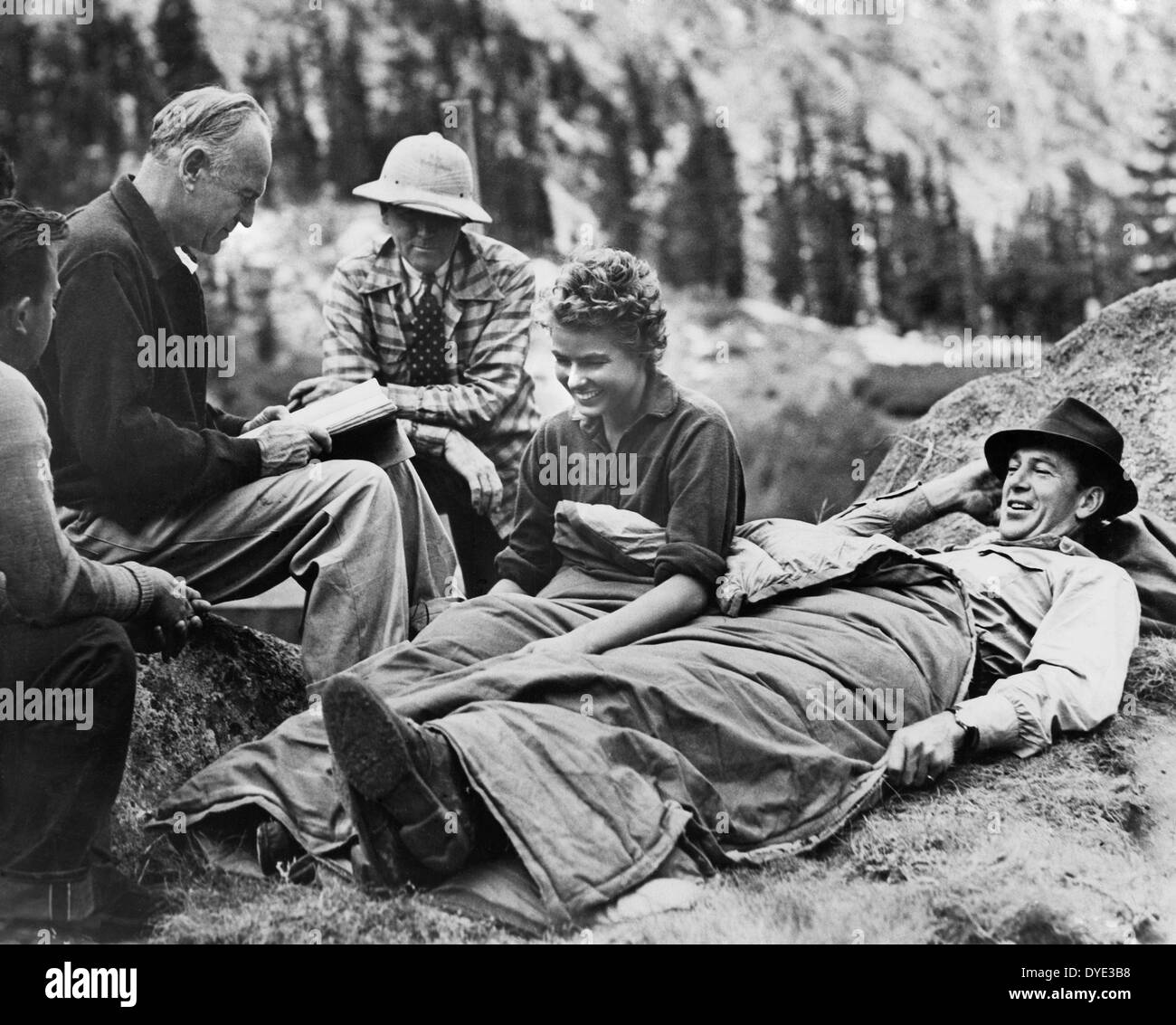 Director Sam Wood, Cinematographer Ray Rennahan, Ingrid Bergman, Gary Cooper on-set of the Film, 'For Whom the Bell Tolls', 1943 - Stock Image