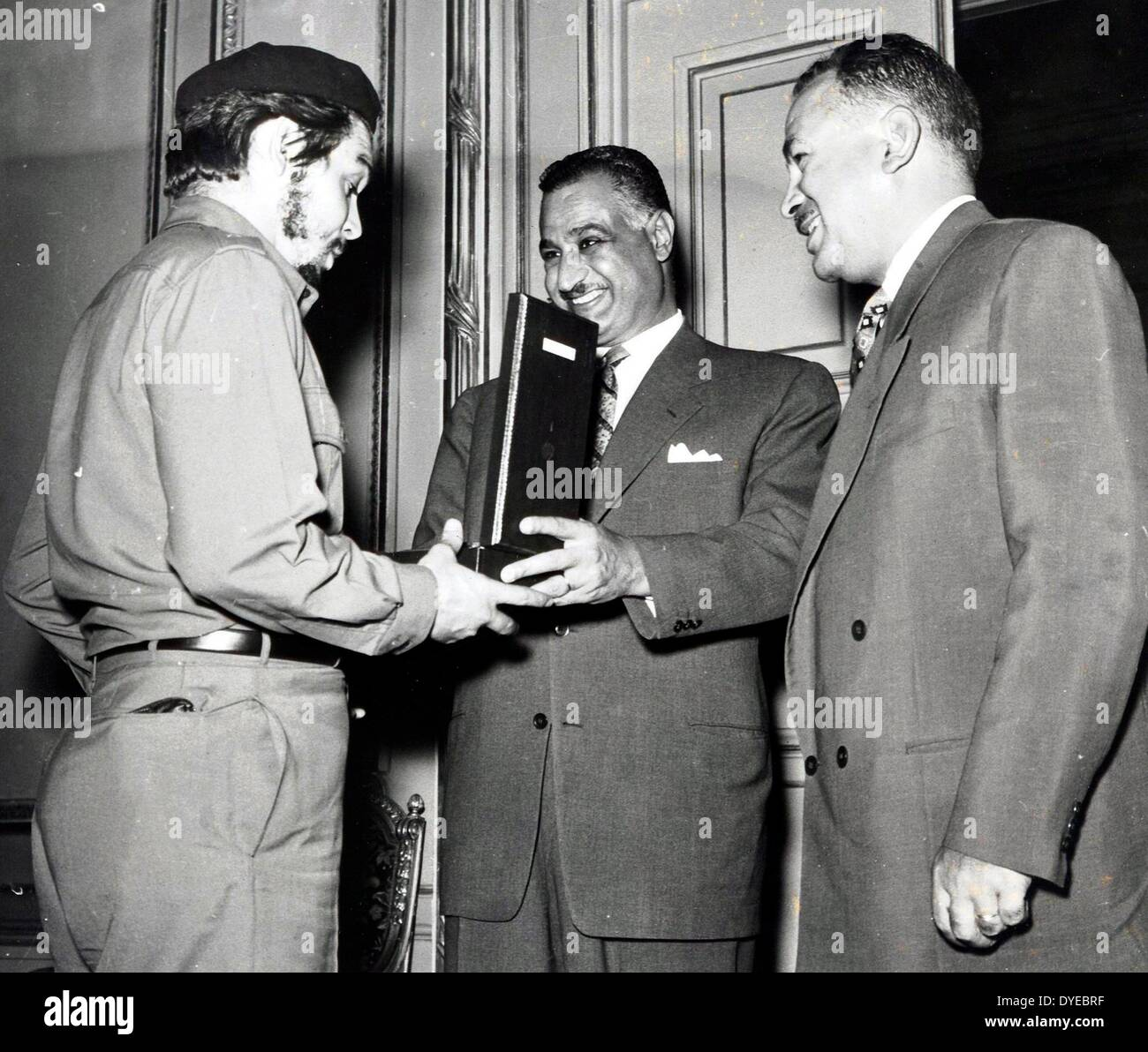 Left to right: Che Guevara Cuban communist rebel leader with Gamal Abdul Nasser President of Egypt and Vice president - Stock Image