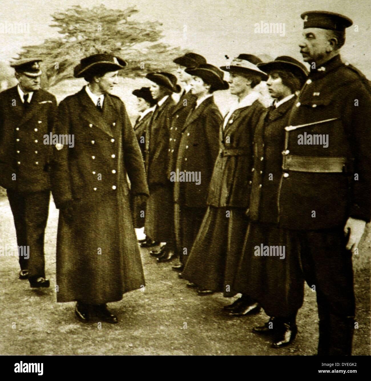 Dame Katharine Furse G.B.E. inspecting officers - Stock Image
