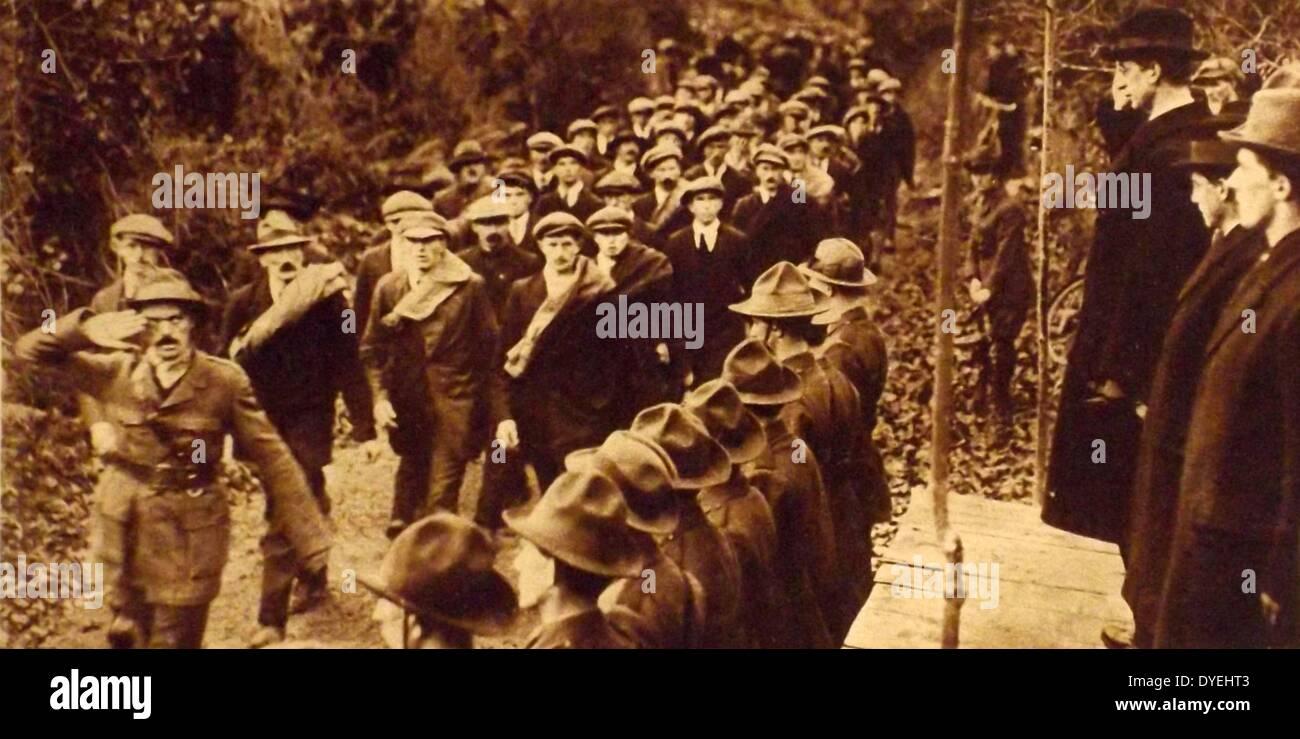 Éamon de Valera saluting the IRA during a parade - Stock Image