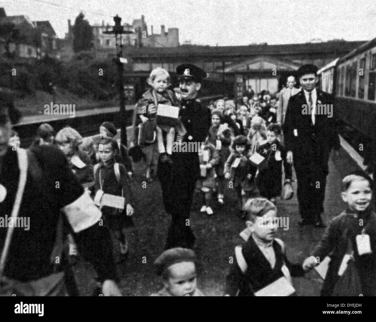 British children are evacuated from london by train - Stock Image
