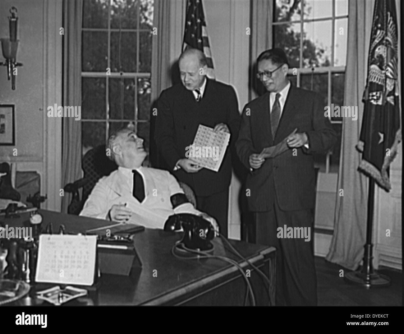 US President Franklin D. Roosevelt and T.V. Soong, foreign minister of China, - Stock Image