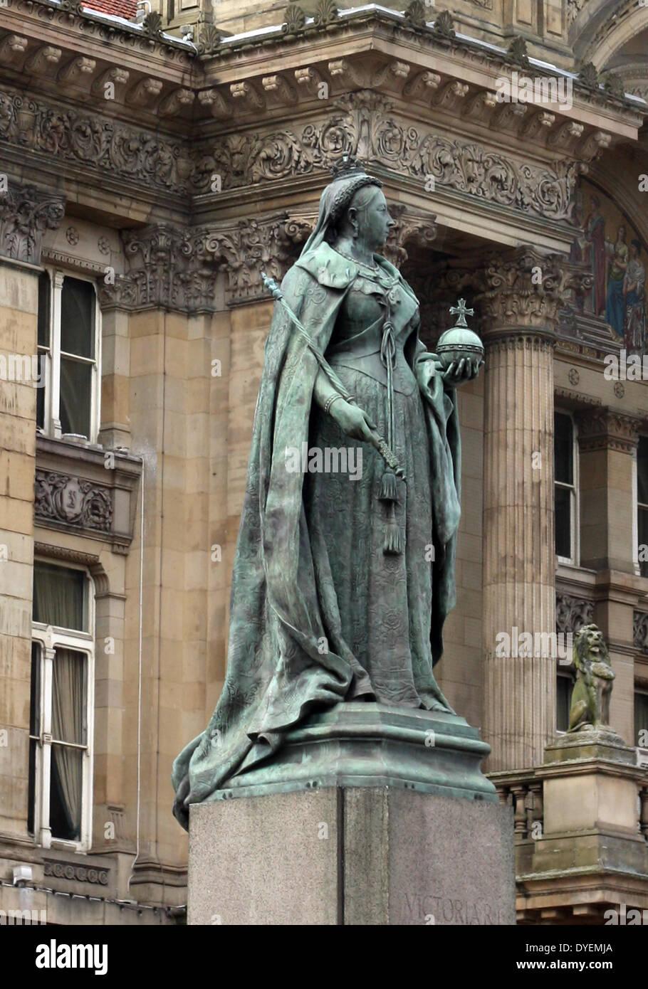 Statue of Queen Victoria, Victoria Square, England. - Stock Image