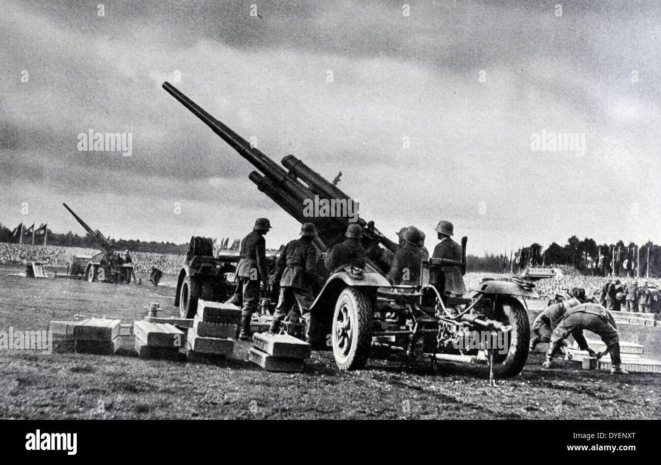 German army soldiers at an artillery position - Stock Image