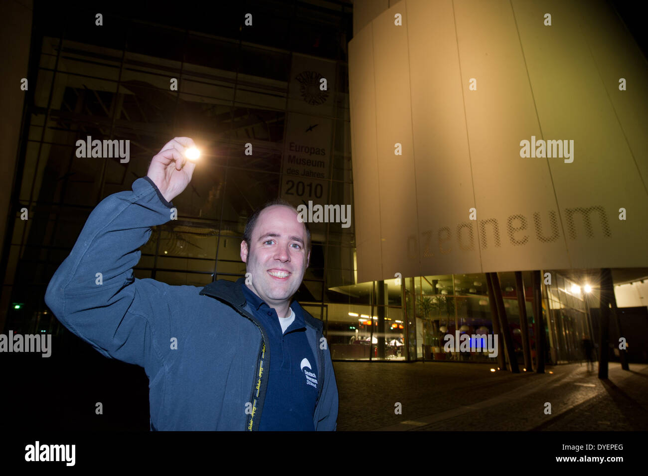 ILLUSTRATION - The director of the 'Ozeaneum' public aquarium, Alexander von den Dreisch, shines with his pocket lamp as he stands in front of the entrance area to the qauarium in Stralsund, germany, 10 March 2014. Photo: Stefan Sauer - Stock Image