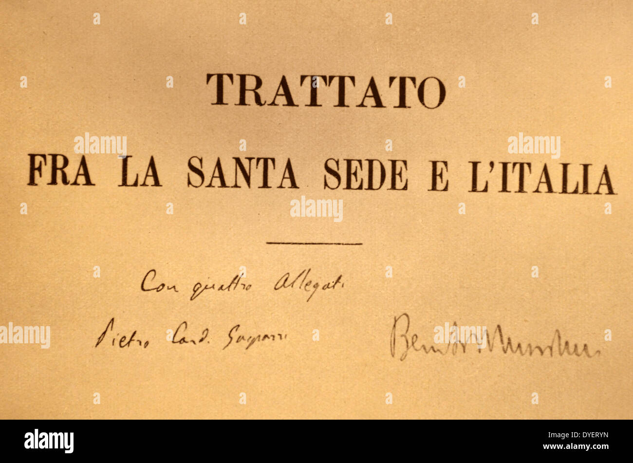 First page outside of 'the Lateran Treaty', with the signatures of Cardinal Gasparri and Mussolini SE - Stock Image
