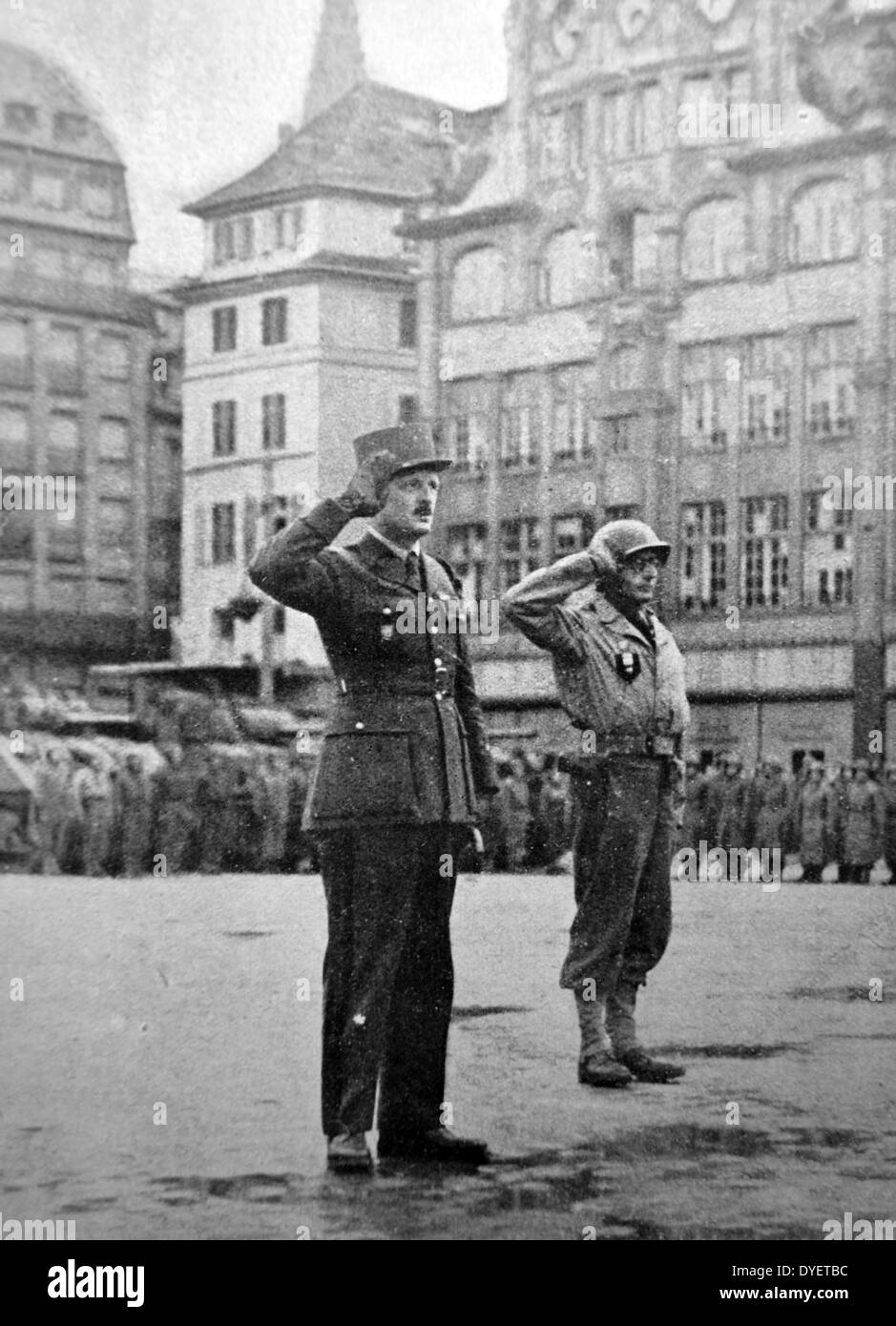 General Leclerc salutes at a parade in central strasburg following the town's liberation from German occupation in 1944 - Stock Image