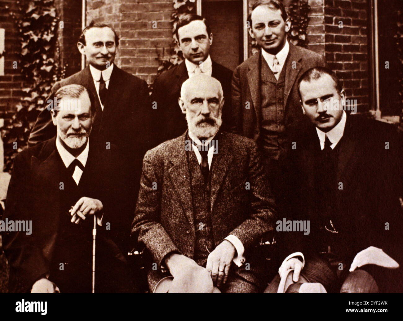 Photograph of Sigmund Freud, Carl Jung and Sándor Ferenczi along with other members of the growing world of psychoanalysis, in - Stock Image