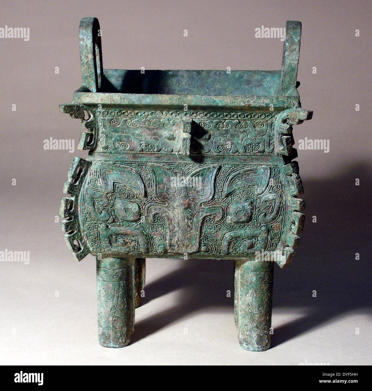 Ancient China: Food vessel (Fang Ding), Shang Dynasty, late period, 14th to 11th century BC. Bronze. - Stock Image