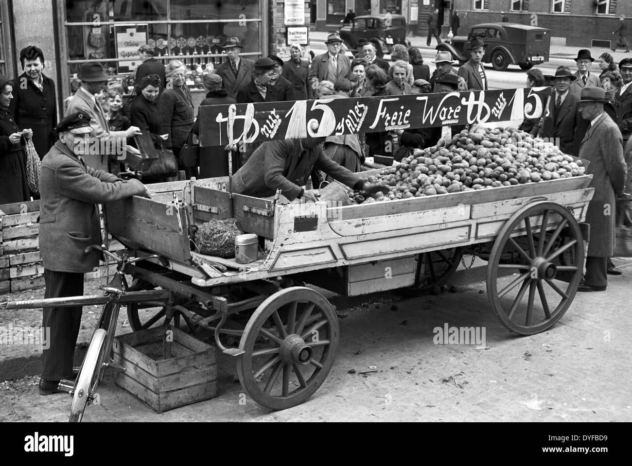 Berlins are stading in line at a selling point for potatoes and peas which can be bought without food stamps, in 1949. - Stock Image