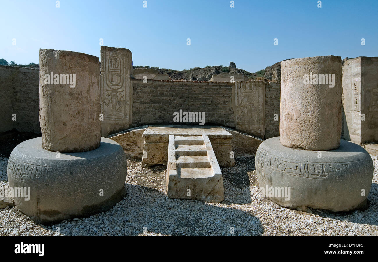 Temple of Ramses III (1198-1167 b.C. – XX° Dyn.) at Medinet Habu: two bases of columns. - Stock Image