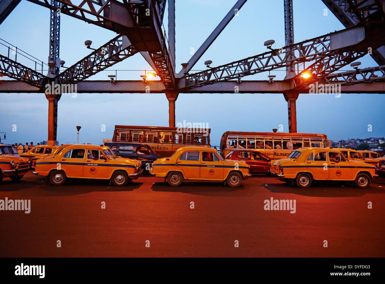 India, West Bengal, Kolkata, Calcutta, Howrah bridge - Stock Image