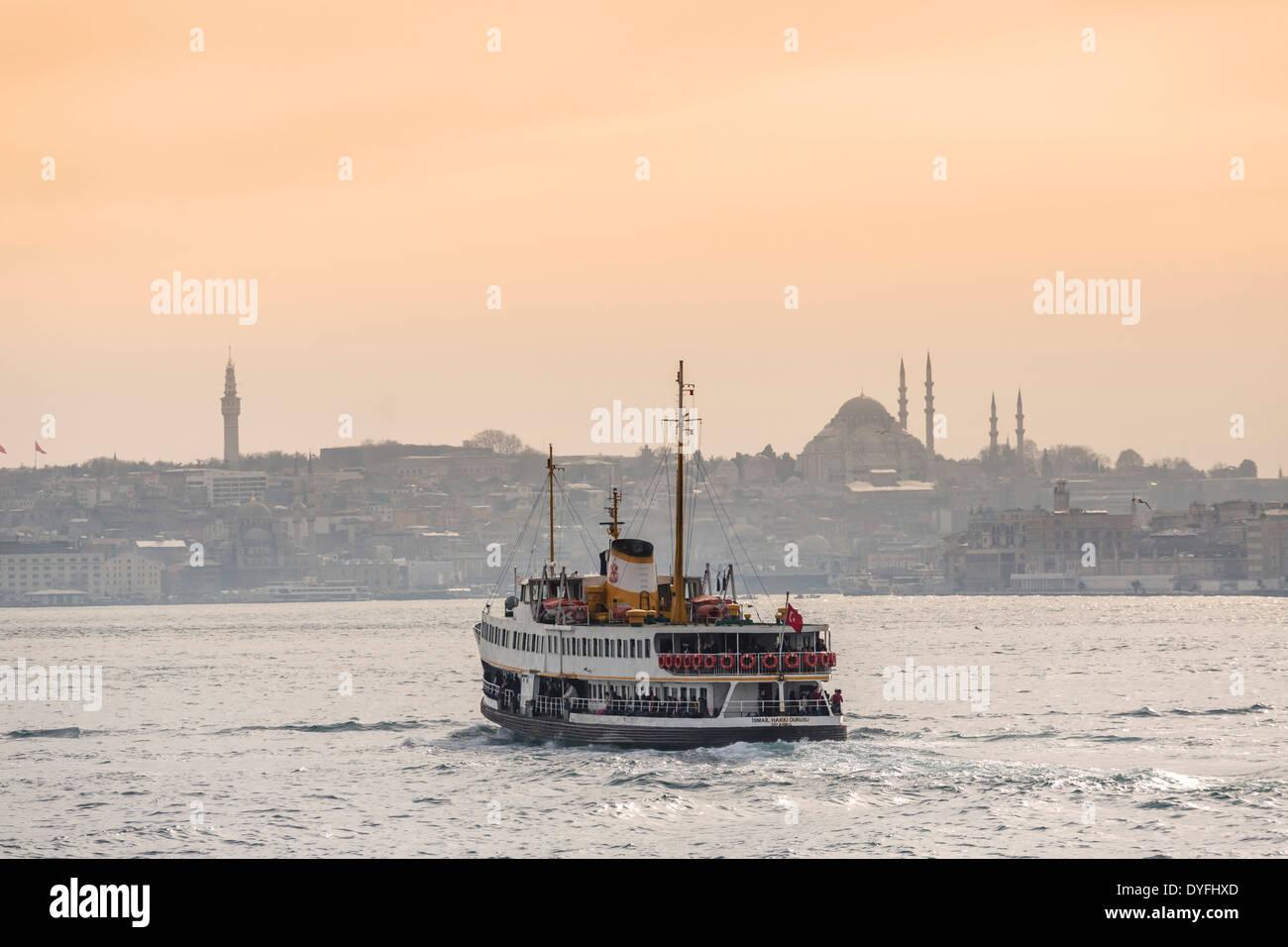 Cruise boat/ferry on the Bosphorus heading into Eminonu, Istanbul, Turkey - Stock Image